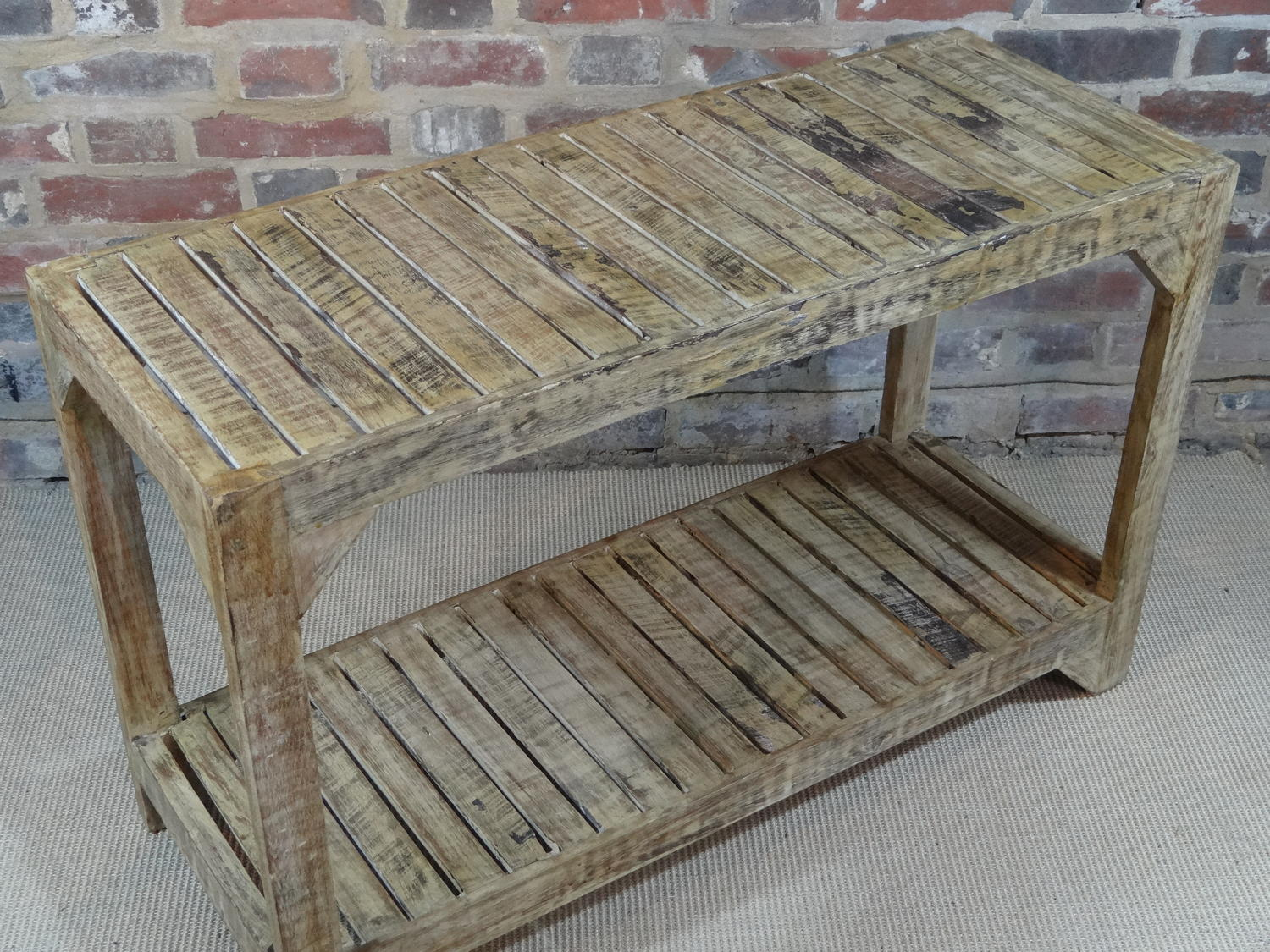 Slatted console